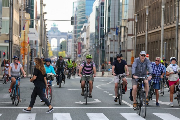 Une leçon du dimanche sans voiture: voici comment réduire le bruit du trafic dans la ville