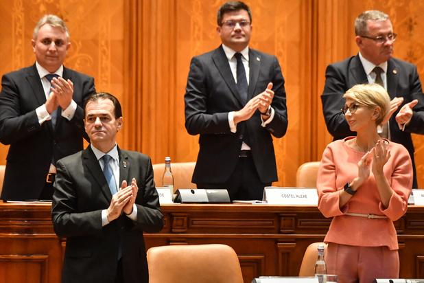 Roemeens parlement geeft nieuwe regering nipt het vertrouwen