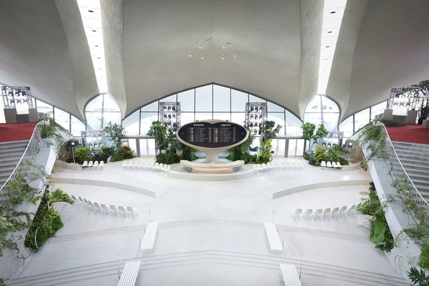 Iconische TWA Flight Center opent de deuren voor Louis Vuitton Cruise collection