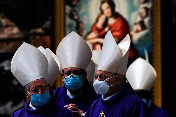 """Pour le Vatican, l'homosexualité est un """"péché"""" et les unions ne peuvent être bénies"""