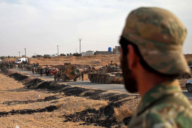 """L'armée du régime syrien et les forces kurdes affrontent """"ensemble"""" les rebelles proturcs"""