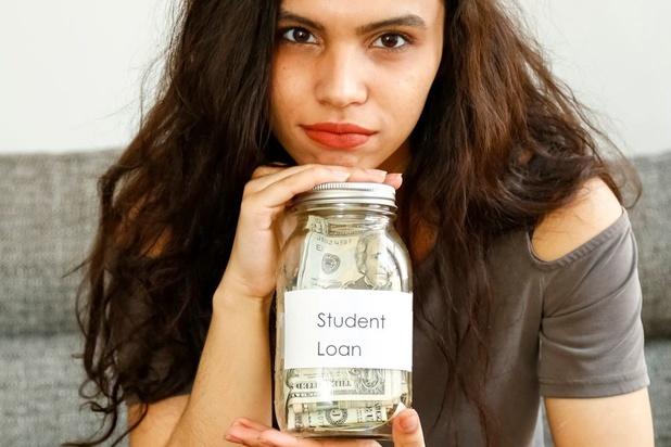 Le don d'un milliardaire nourrit le débat sur le fardeau des prêts étudiants aux Etats-Unis
