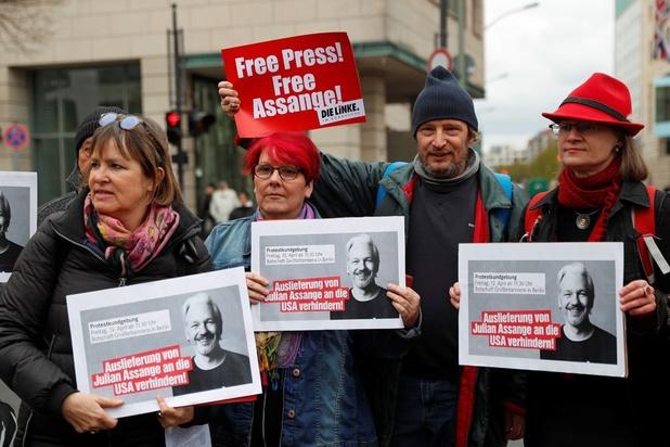 Un Suédois décrit comme un proche d'Assange inculpé pour attaque informatique