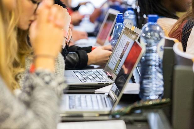 Aantal studenten dat bacheloropleiding binnen voorziene drie jaar afwerkt daalt verder