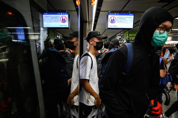 Hong Kong: les manifestants visent le métro et appellent à la grève générale