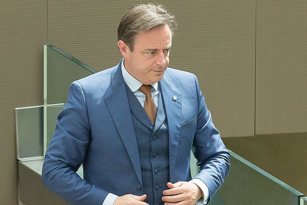 De Wever wil sancties voor gemeenten die fusie weigeren