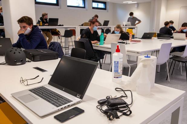 Explosie van besmette leerlingen en leerkrachten op Vlaamse scholen