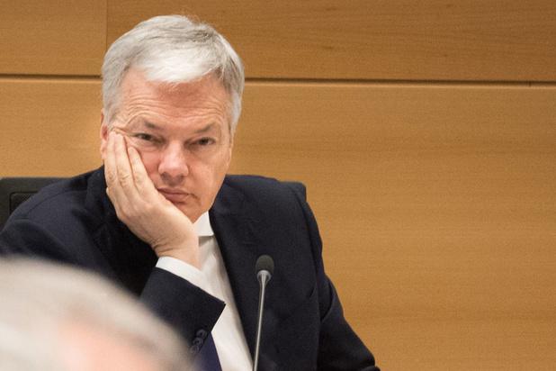 Reynders prêt à modifier un texte sur les informations classifiées, les journalistes inquiets