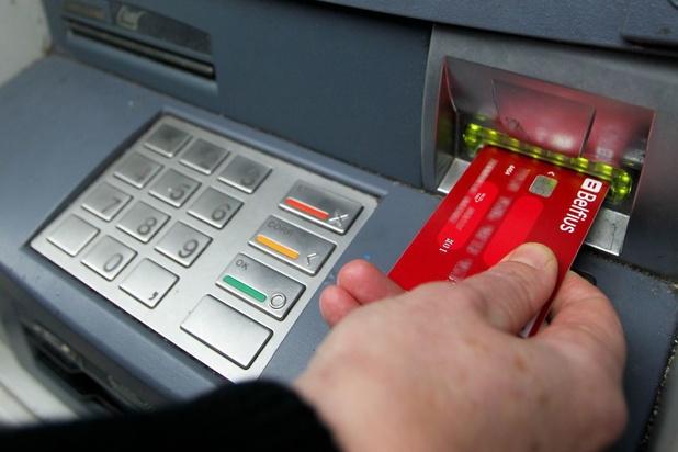 Arnaques au distributeur de billets: les réflexes de prudence