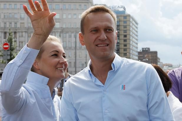 Poetin-criticus Navalny zegt dat hij gearresteerd is
