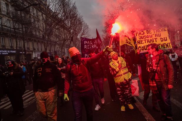 France : le gouvernement dévoile deux nouveaux projets de loi dans l'espoir de sortir du conflit