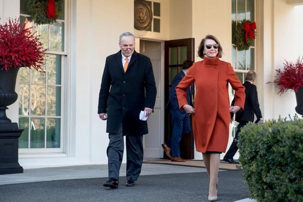 Een jas als politiek statement: Max Mara herlanceert de 'fire coat'
