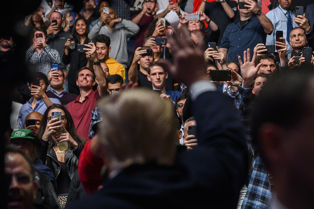 Donald Trump uitgejouwd en toegejuicht bij publieke verschijning in New York (video)