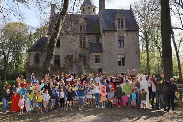 Paashazen op bezoek in Kasteel Beauvoorde