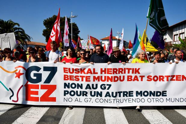 À Hendaye, la grande manifestation anti-G7 s'élance