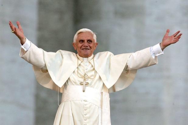 L'ancien pape Benoît appelle François à ne pas ordonner d'hommes mariés
