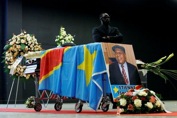 Vliegtuig met lichaam van Etienne Tshisekedi landt in Kinshasa