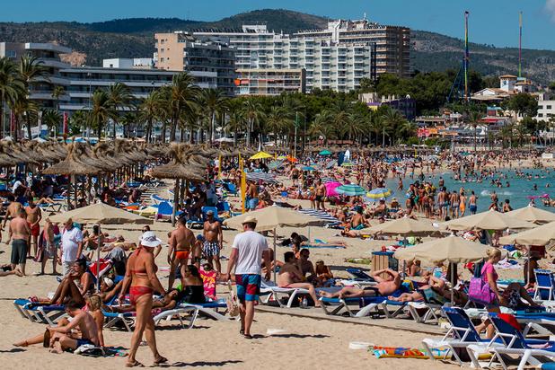 Des militants anti-tourisme vandalisent des voitures de location en Espagne