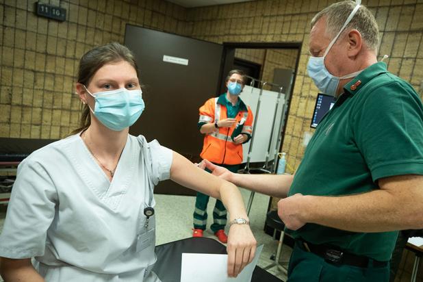 Covid: appel à une vaccination plus rapide pour le personnel de santé