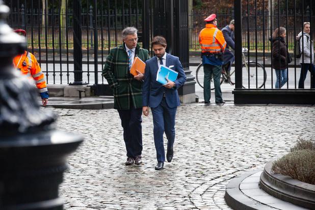 Formation fédérale : les informateurs reçoivent, séparément, Paul Magnette et Bart De Wever