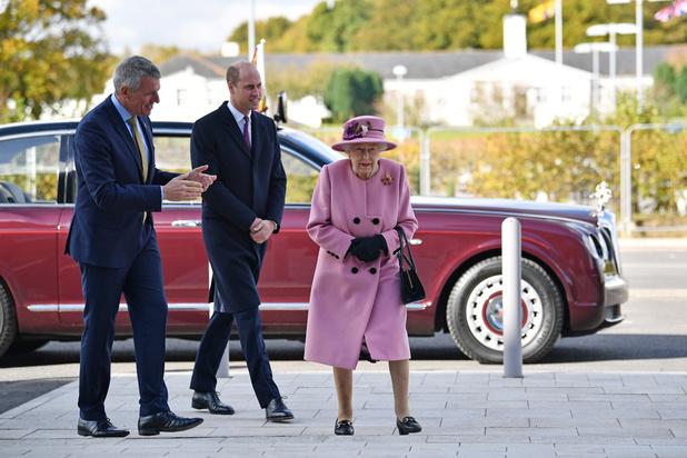 Pour sa première sortie depuis le début de la pandémie, la reine d'Elizabeth II ne porte pas de masque... et fait jaser