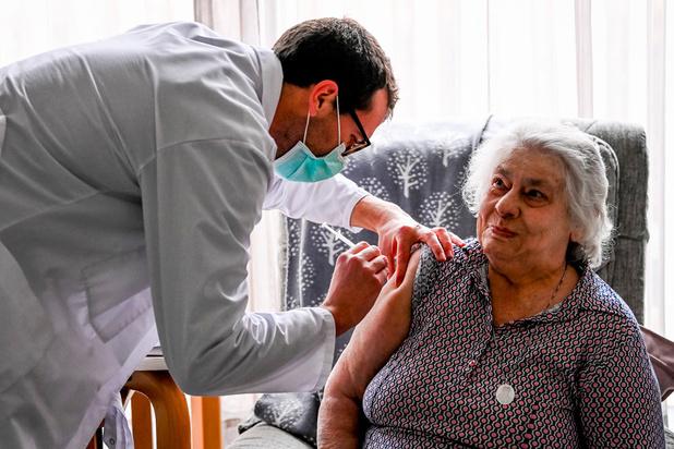 Covid: quelque 700 personnes déjà vaccinées en Belgique dans les maisons de repos