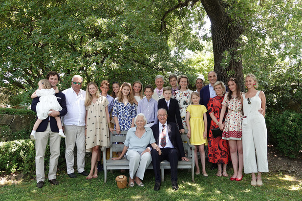 La famille royale belge rassemblée autour d'Albert et Paola pour fêter leurs noces de diamant