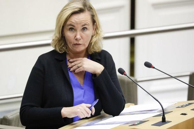 """Crainhem: """"toute communication en néerlandais en première instance"""", dit Homans"""