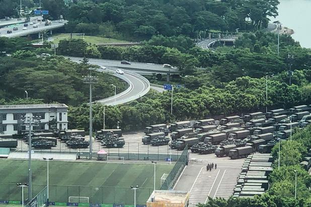 Chinees leger verzamelt aan grens met Hongkong
