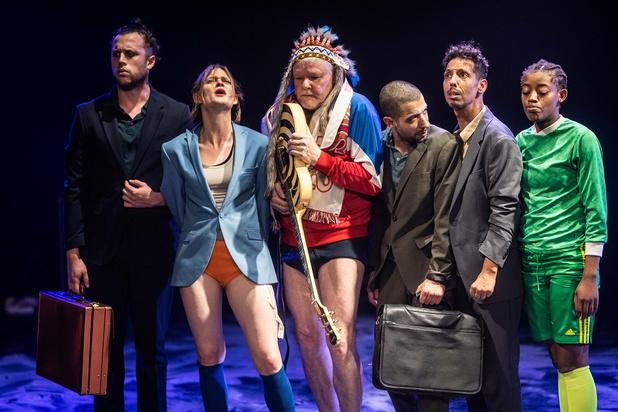 'De Barbaren' van Theater Antigone sjotten naast het doel