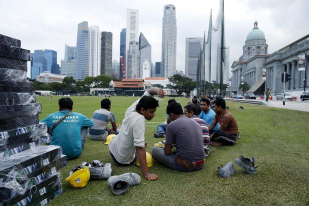 La dure vie des ouvriers venus du Bangladesh pour bâtir Singapour, racontée de l'intérieur