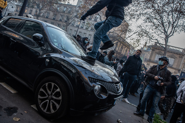Violences contre un producteur noir en France: des policiers présentés à la justice