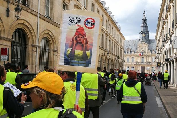 Quelques milliers de gilets jaunes manifestent pour le 27e samedi consécutif en France