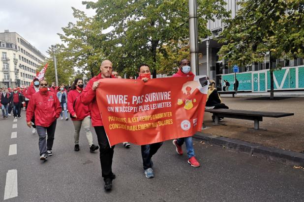 """Manifestation contre la loi sur la marge salariale: """"On demande le respect!"""""""