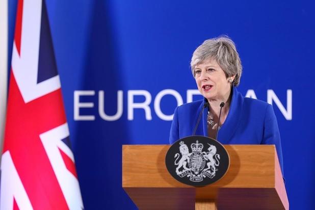 """Brexit: Theresa May exhorte les députés à trouver un """"consensus"""""""