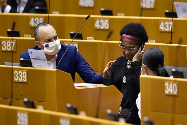 L'incident entre la police et une parlementaire européenne justifie une enquête, selon Sophie Wilmès
