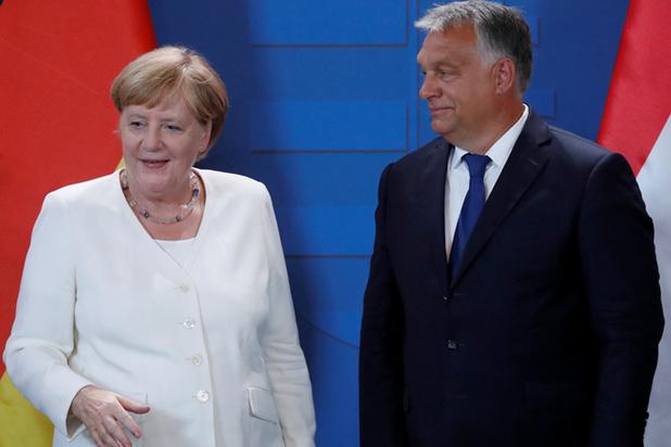 Merkel herdenkt samen met Orban val IJzeren Gordijn