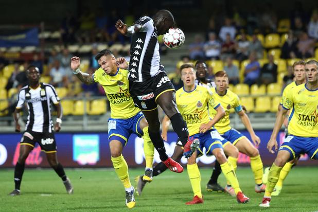 Charleroi s'impose 0-4 à Waasland-Beveren