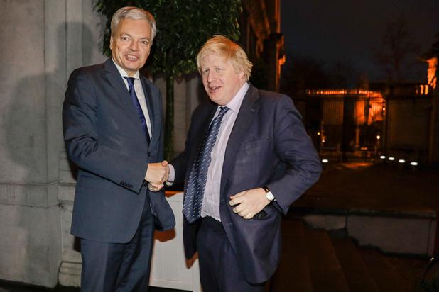 Hoe Boris Johnson Didier Reynders stokken in de wielen steekt