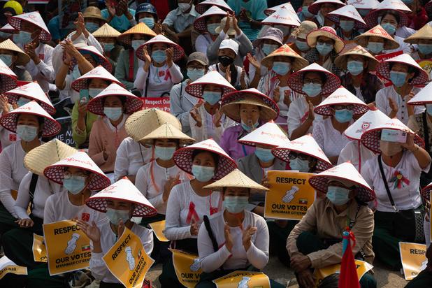 Birmanie: la police tire sur des manifestants, au moins cinq blessés