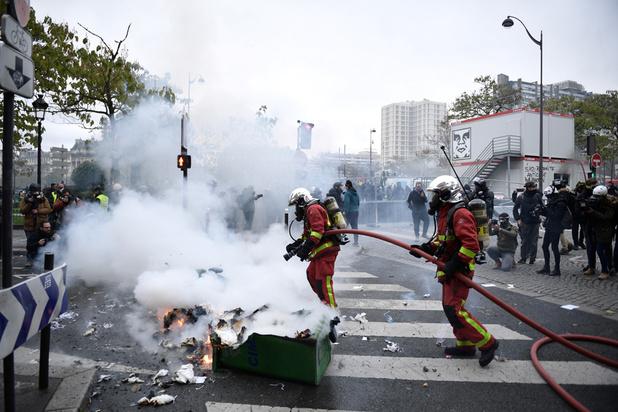 """France: un an après, les """"gilets jaunes"""" tentent de remobiliser"""