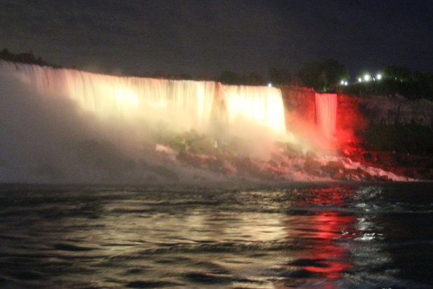 Les chutes du Niagara pour la première fois aux couleurs belges à l'occasion du 21 juillet