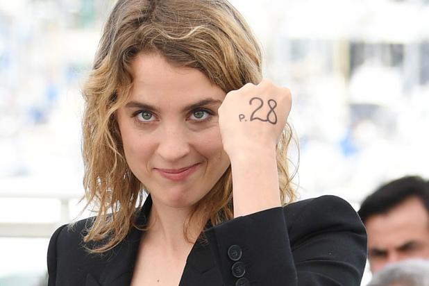 """L'actrice Adèle Haenel porte finalement plainte pour """"attouchements"""" sur mineure"""