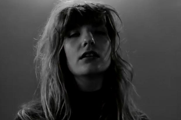 De nieuwe clip van Roosbeef in première: 'Als je jong bent, heb je tijd om ongelukkig te zijn'