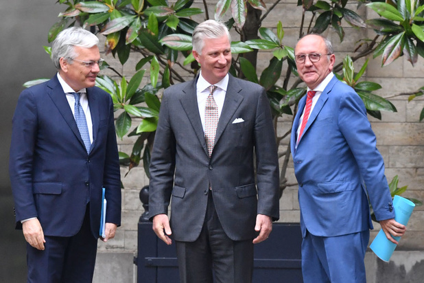 Koning verlengt  opdracht van informateurs Reynders en Vande Lanotte