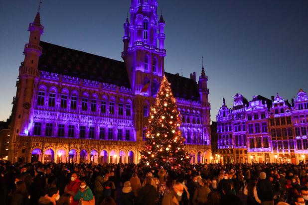 Covid: la police appelée pour gérer le flux de personnes sur la Grand Place de Bruxelles