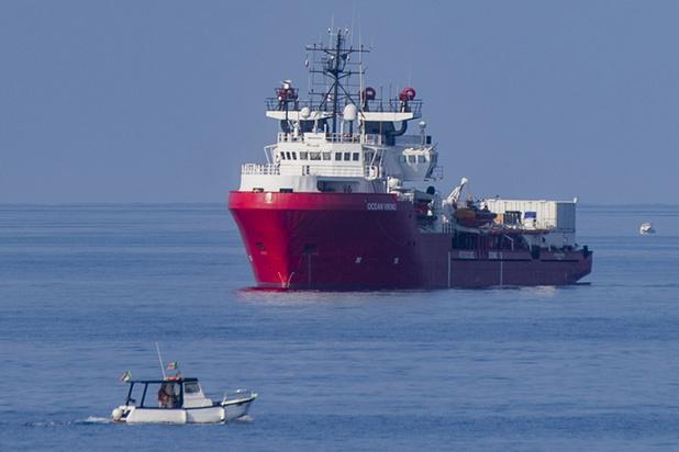 Rome laat twee reddingsschepen aanmeren na akkoord over verdeling migranten