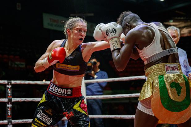 Delphine Persoon verovert WBA-wereldtitel bij de supervedergewichten