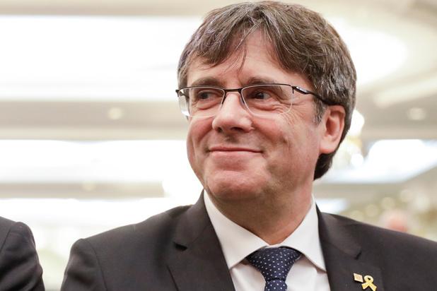 Speurtocht naar spionage naar Carles Puigdemont gaat verder