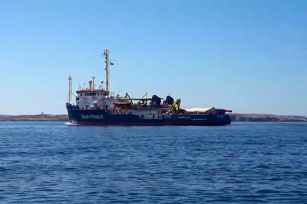 Un nouveau navire humanitaire accoste de force à Lampedusa